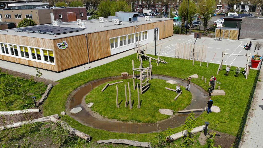spelen in het groen speelplein