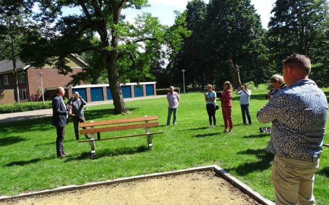 onthulling armleuning parkbank Helmond
